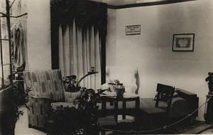 Wystawa Rzemiosła w Gdyni w czerwcu 1937 roku, stoisko tapicera - Rudolfa Waltera z Włocławka. Zdjęcie pochodzi ze zbiorów Józefa Bogusiaka.
