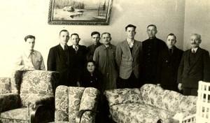 Zdjęcie z okresu II Wojny Światowej pochodzi ze zbiorów Józefa Bogusiaka. Na zdjęciu m.in. mężczyzna o nazwisku Paustian (2 od lewej), Władysław Walter (4 od lewej), Rudolf Walter (5 od lewej) i mężczyzna o nazwisku Jaźwiecki (1 od prawej).