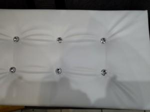 siedzisko pufy pikowane guzikami ozdobnymi
