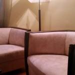 stylowy fotel w cieniowaną ekoskórę