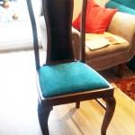 stylowe, stare krzesła  rożświetlone turkusowym siedziskiem wyk. własne TAPICERSTWO ŁÓDŹ